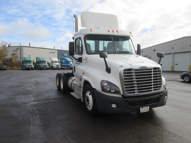 Day Cab Tractor-Heavy Duty Tractors-Freightliner-2012-Cascadia 12564ST-MONCTON-NB-681,317 km-$42,750