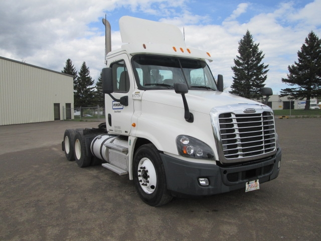 Day Cab Tractor-Heavy Duty Tractors-Freightliner-2012-Cascadia 12564ST-MONCTON-NB-339,794 km-$56,750