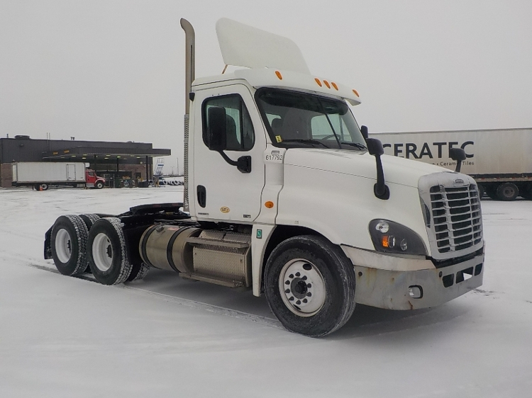 Day Cab Tractor-Heavy Duty Tractors-Freightliner-2012-Cascadia 12564ST-SAINT LAURENT-PQ-439,287 km-$48,750