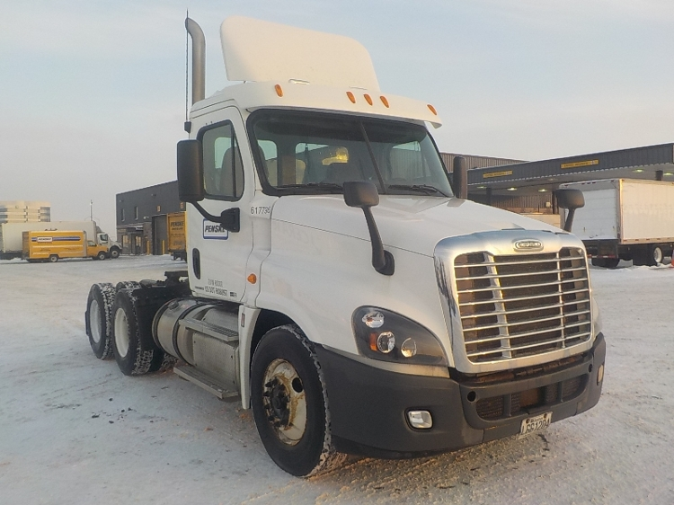 Day Cab Tractor-Heavy Duty Tractors-Freightliner-2012-Cascadia 12564ST-SAINT LAURENT-PQ-470,529 km-$52,500