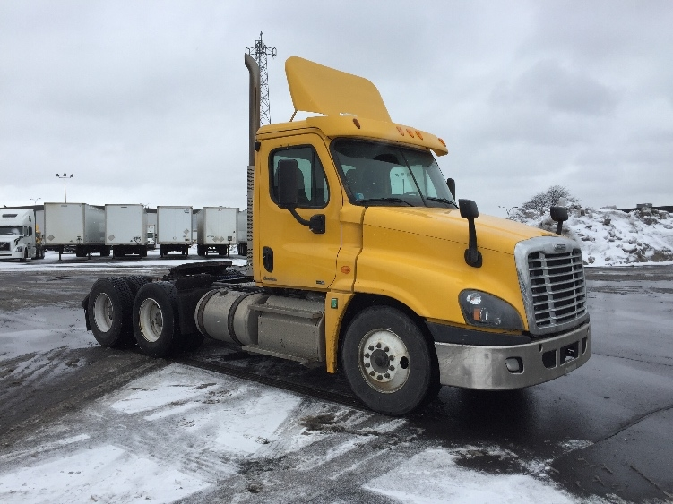 Day Cab Tractor-Heavy Duty Tractors-Freightliner-2012-Cascadia 12564ST-SAINT LAURENT-PQ-600,097 km-$45,250