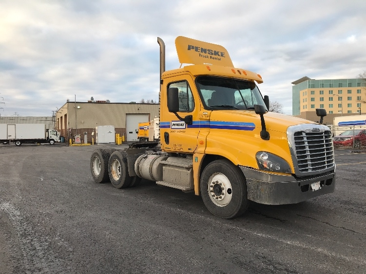Day Cab Tractor-Heavy Duty Tractors-Freightliner-2012-Cascadia 12564ST-BOUCHERVILLE-PQ-557,816 km-$43,000