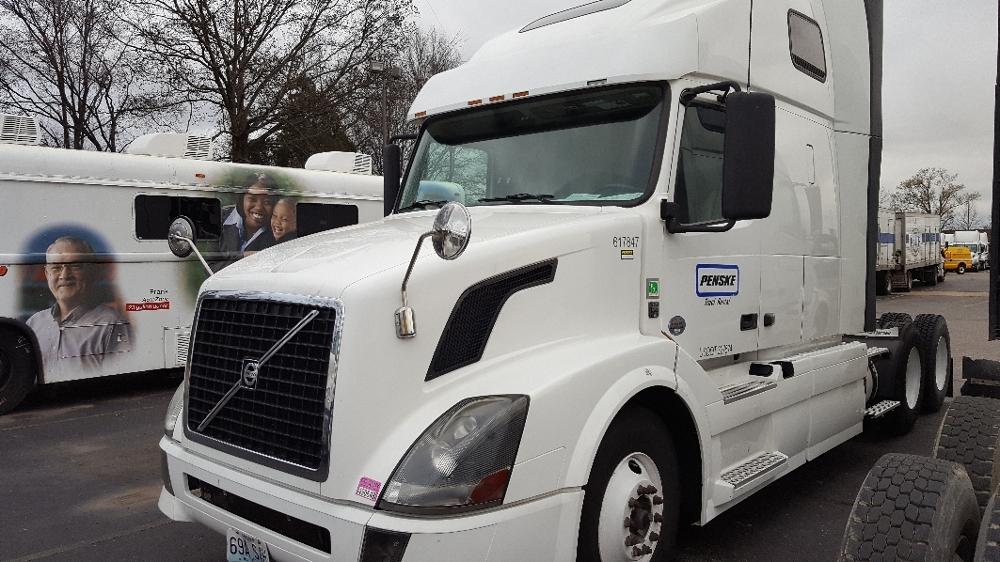 Sleeper Tractor-Heavy Duty Tractors-Volvo-2012-VNL64T670-MEMPHIS-TN-663,034 miles-$31,000