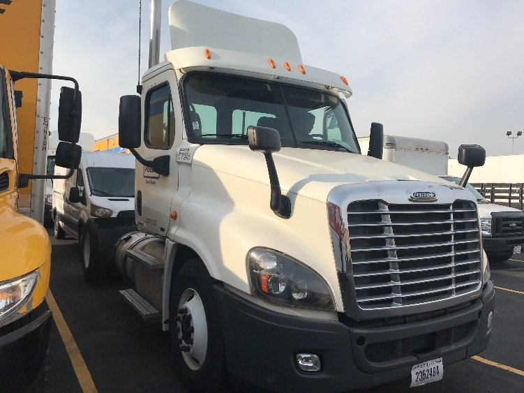 Day Cab Tractor-Heavy Duty Tractors-Freightliner-2012-Cascadia 12542ST-HAYWARD-CA-151,939 miles-$48,250
