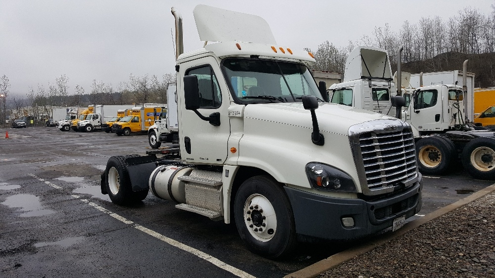 Day Cab Tractor-Heavy Duty Tractors-Freightliner-2012-Cascadia 12542ST-BINGHAMTON-NY-352,700 miles-$15,000
