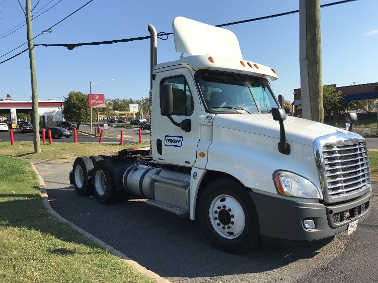 Day Cab Tractor-Heavy Duty Tractors-Freightliner-2012-Cascadia 12564ST-CAPITOL HEIGHTS-MD-307,770 miles-$46,000
