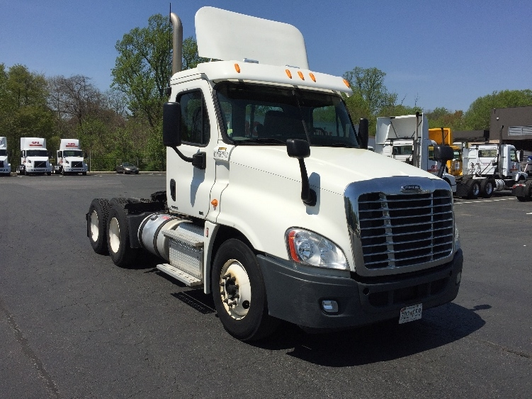 Day Cab Tractor-Heavy Duty Tractors-Freightliner-2012-Cascadia 12564ST-BELCAMP-MD-297,052 miles-$39,750