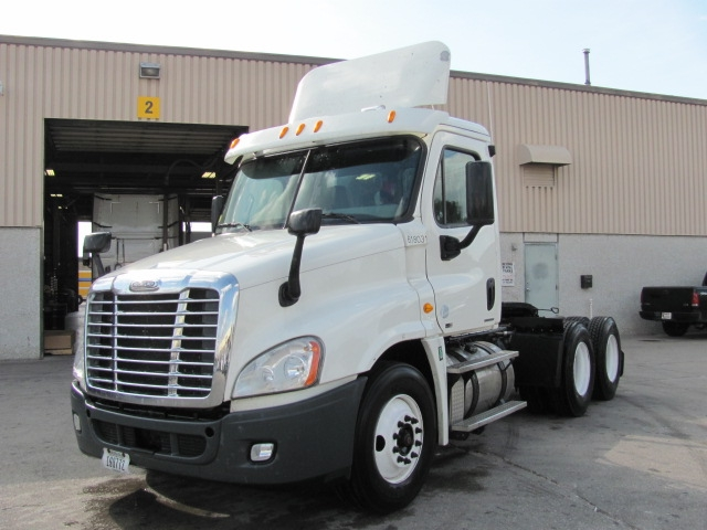 Day Cab Tractor-Heavy Duty Tractors-Freightliner-2012-Cascadia 12564ST-OMAHA-NE-352,652 miles-$44,750