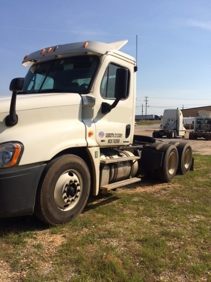 Day Cab Tractor-Heavy Duty Tractors-Freightliner-2012-Cascadia 12564ST-MOBILE-AL-463,828 miles-$12,000