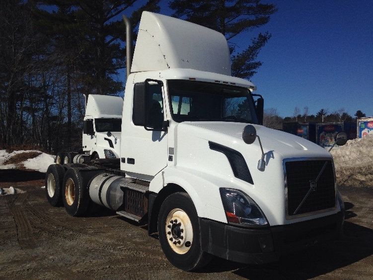 Day Cab Tractor-Heavy Duty Tractors-Volvo-2012-VNL64T300-SCARBOROUGH-ME-319,161 miles-$32,000