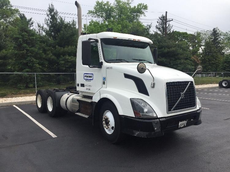 Day Cab Tractor-Heavy Duty Tractors-Volvo-2012-VNL64T300-CRANSTON-RI-233,390 miles-$41,500