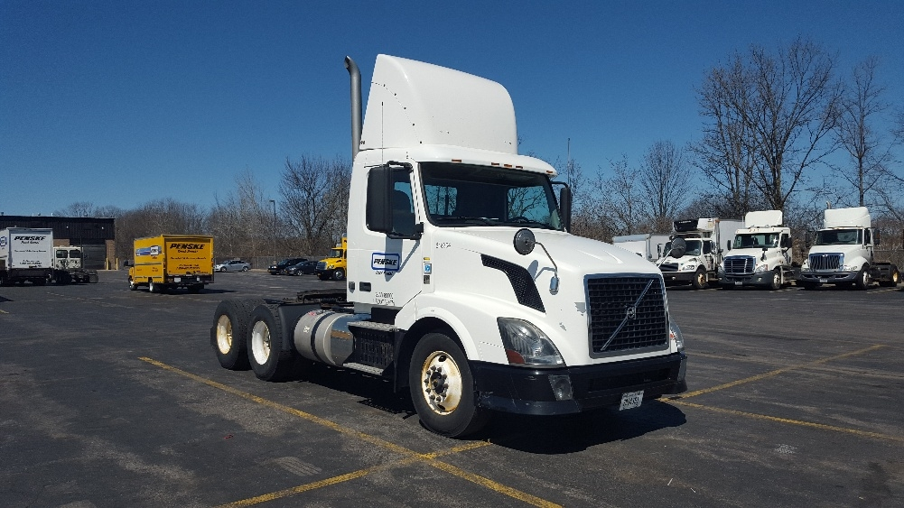 Day Cab Tractor-Heavy Duty Tractors-Volvo-2012-VNL64T300-WEST HAVEN-CT-419,921 miles-$33,000