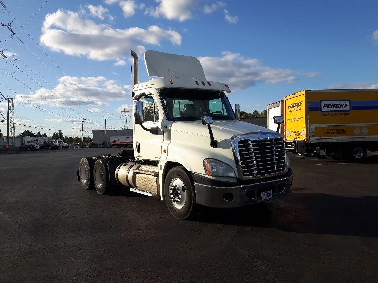Day Cab Tractor-Heavy Duty Tractors-Freightliner-2012-Cascadia 12564ST-BOUCHERVILLE-PQ-363,120 km-$58,750