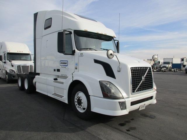 Sleeper Tractor-Heavy Duty Tractors-Volvo-2012-VNL64T670-FONTANA-CA-528,554 miles-$36,750