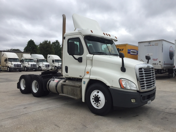 Day Cab Tractor-Heavy Duty Tractors-Freightliner-2012-Cascadia 12564ST-BATON ROUGE-LA-376,730 miles-$44,250