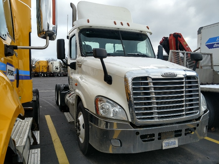 Day Cab Tractor-Heavy Duty Tractors-Freightliner-2012-Cascadia 12564ST-PERRYSBURG-OH-371,189 miles-$14,000