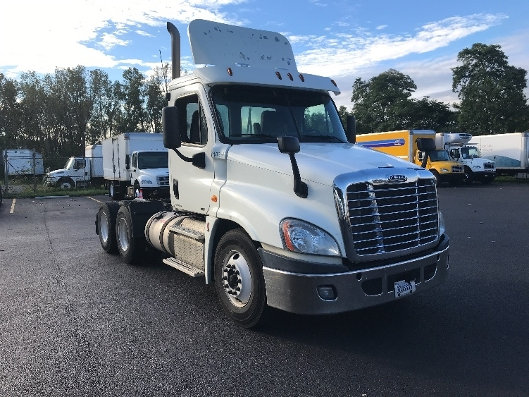 Day Cab Tractor-Heavy Duty Tractors-Freightliner-2012-Cascadia 12564ST-PERRYSBURG-OH-455,941 miles-$29,500