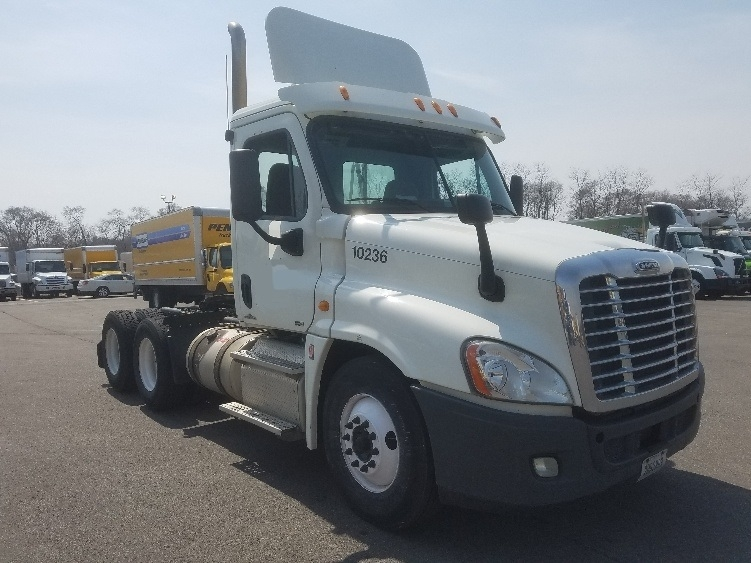 Day Cab Tractor-Heavy Duty Tractors-Freightliner-2012-Cascadia 12564ST-WEST CHICAGO-IL-302,037 miles-$37,750