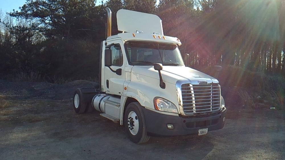 Day Cab Tractor-Heavy Duty Tractors-Freightliner-2012-Cascadia 12542ST-BOAZ-AL-535,000 miles-$29,750