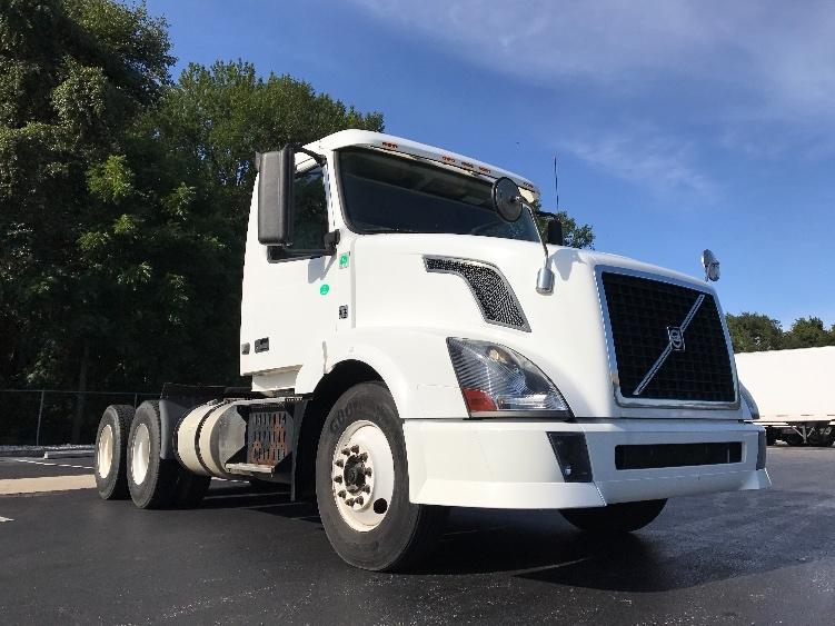 Day Cab Tractor-Heavy Duty Tractors-Volvo-2012-VNL64T300-PENNSAUKEN-NJ-187,746 miles-$41,250
