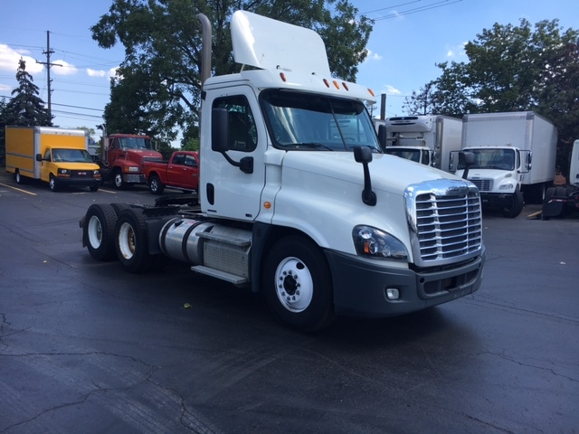Day Cab Tractor-Heavy Duty Tractors-Freightliner-2012-Cascadia 12564ST-PLYMOUTH-MI-250,290 miles-$37,250