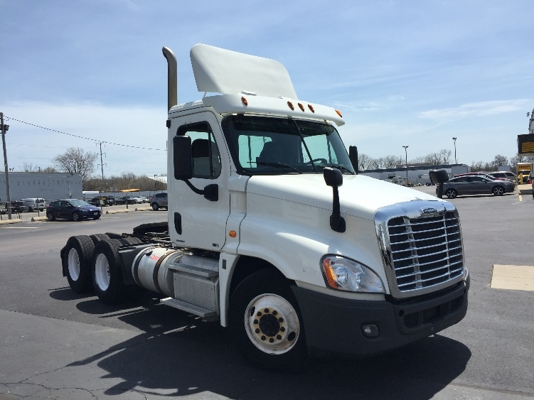 Day Cab Tractor-Heavy Duty Tractors-Freightliner-2012-Cascadia 12564ST-WAUKEGAN-IL-324,564 miles-$38,750