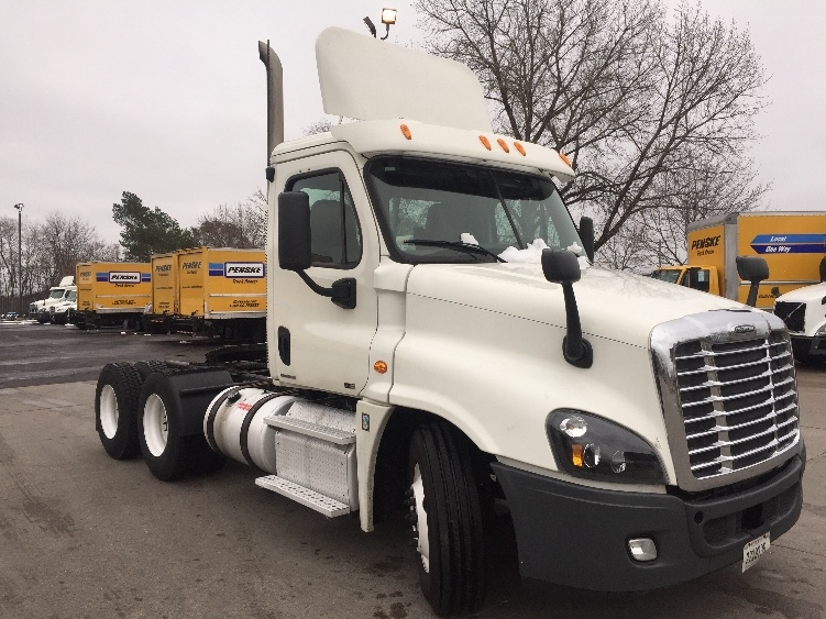 Day Cab Tractor-Heavy Duty Tractors-Freightliner-2012-Cascadia 12564ST-BROOKLYN PARK-MN-283,151 miles-$54,250