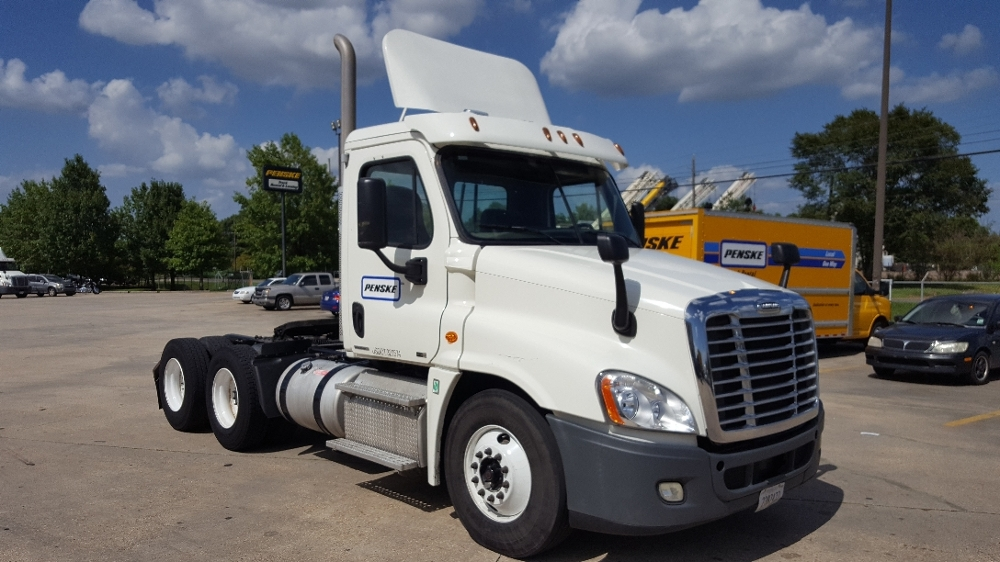 Day Cab Tractor-Heavy Duty Tractors-Freightliner-2012-Cascadia 12564ST-HAMMOND-LA-290,200 miles-$45,500