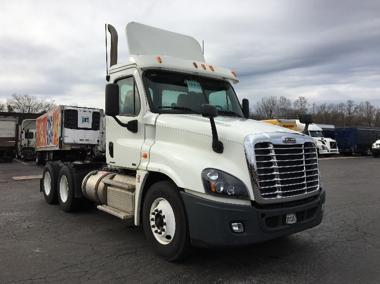 Day Cab Tractor-Heavy Duty Tractors-Freightliner-2012-Cascadia 12564ST-READING-PA-240,521 miles-$41,750