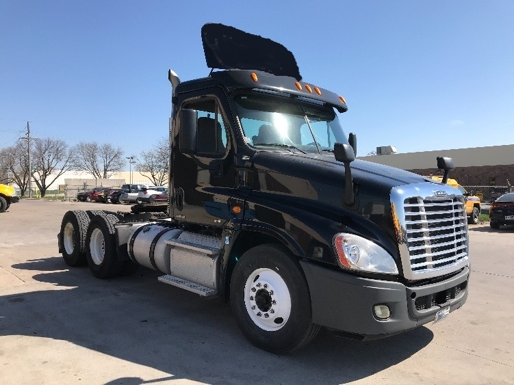 Day Cab Tractor-Heavy Duty Tractors-Freightliner-2012-Cascadia 12564ST-OMAHA-NE-268,959 miles-$39,250