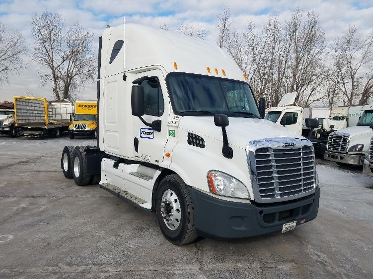 Sleeper Tractor-Heavy Duty Tractors-Freightliner-2012-Cascadia 11364ST-SALINA-KS-561,690 miles-$36,000