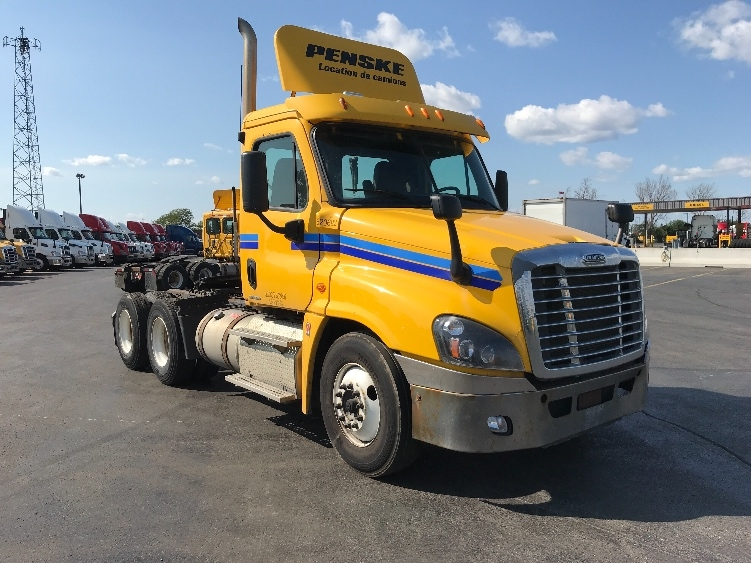 Day Cab Tractor-Heavy Duty Tractors-Freightliner-2012-Cascadia 12564ST-SAINT LAURENT-PQ-596,413 km-$38,000