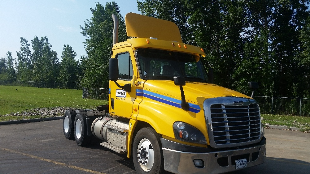 Day Cab Tractor-Heavy Duty Tractors-Freightliner-2012-Cascadia 12564ST-STE-FOY-PQ-525,000 km-$43,750
