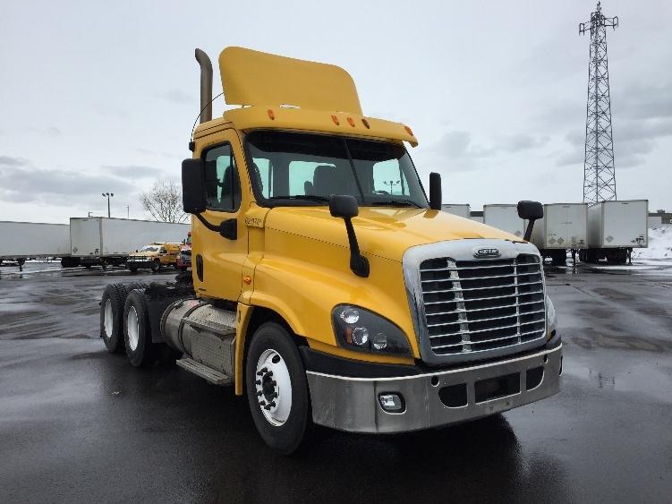 Day Cab Tractor-Heavy Duty Tractors-Freightliner-2012-Cascadia 12564ST-MONTREAL-PQ-541,263 km-$39,500