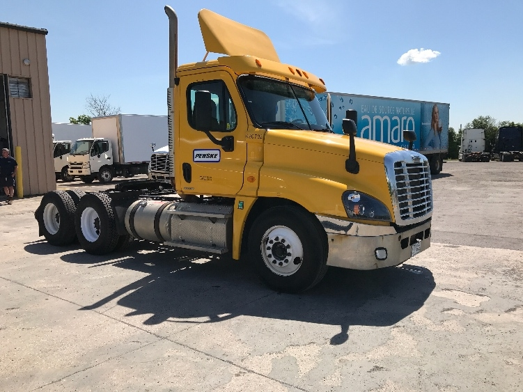 Day Cab Tractor-Heavy Duty Tractors-Freightliner-2012-Cascadia 12564ST-SAINT LAURENT-PQ-655,181 km-$40,500