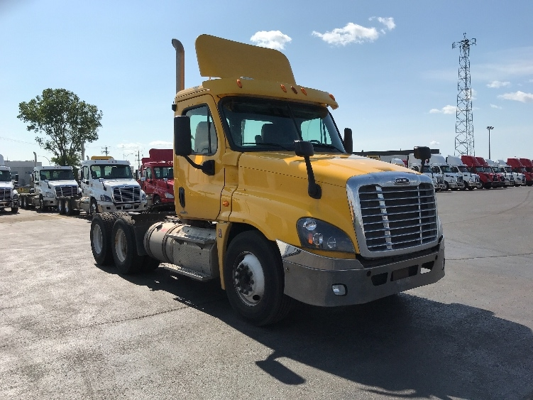 Day Cab Tractor-Heavy Duty Tractors-Freightliner-2012-Cascadia 12564ST-SAINT LAURENT-PQ-399,172 km-$44,000