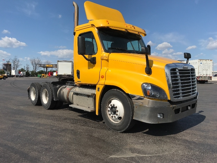 Day Cab Tractor-Heavy Duty Tractors-Freightliner-2012-Cascadia 12564ST-SAINT LAURENT-PQ-571,470 km-$42,500