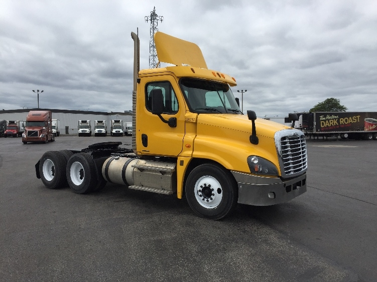 Day Cab Tractor-Heavy Duty Tractors-Freightliner-2012-Cascadia 12564ST-SAINT LAURENT-PQ-518,705 km-$39,750