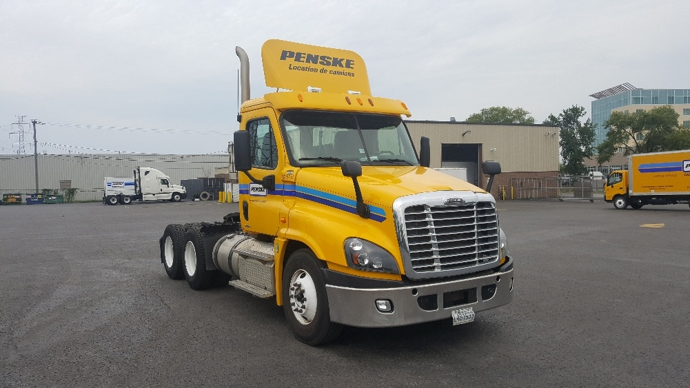 Day Cab Tractor-Heavy Duty Tractors-Freightliner-2012-Cascadia 12564ST-BOUCHERVILLE-PQ-451,812 km-$45,750