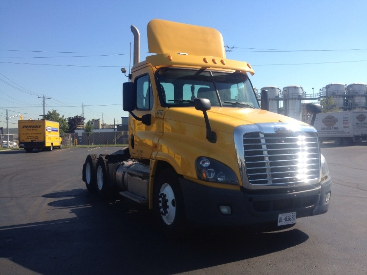 Day Cab Tractor-Heavy Duty Tractors-Freightliner-2012-Cascadia 12564ST-SAINT LAURENT-PQ-609,003 km-$38,250