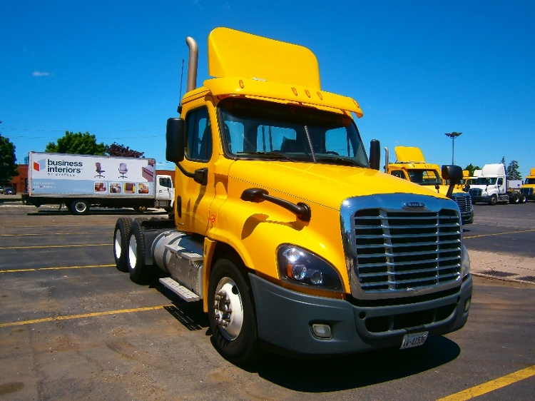 Day Cab Tractor-Heavy Duty Tractors-Freightliner-2012-Cascadia 12564ST-BRAMPTON-ON-432,122 km-$47,250