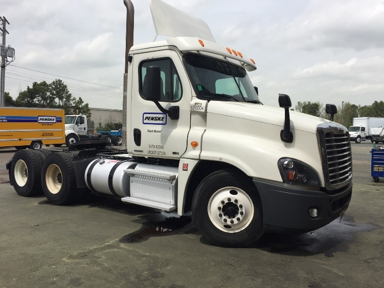 Day Cab Tractor-Heavy Duty Tractors-Freightliner-2012-Cascadia 12564ST-LITTLE ROCK-AR-720,956 miles-$26,250