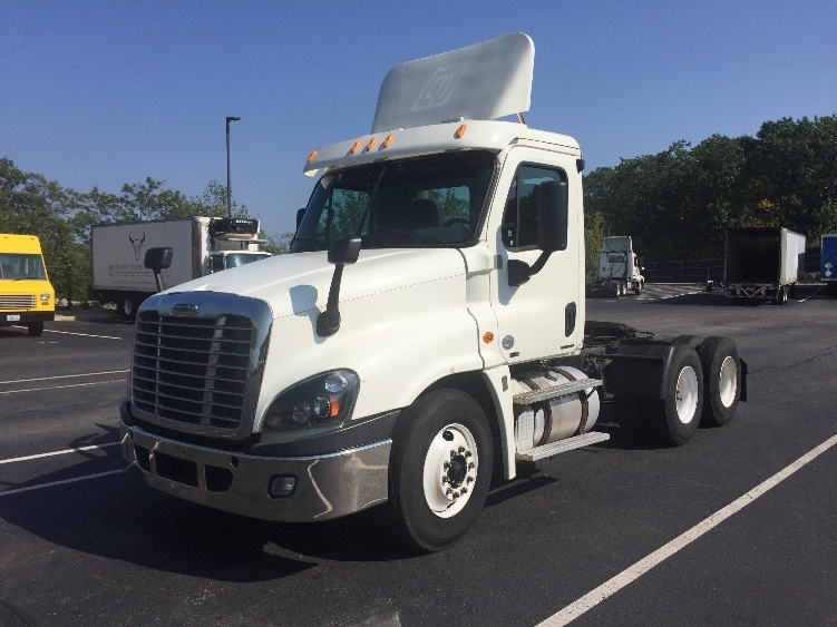 Day Cab Tractor-Heavy Duty Tractors-Freightliner-2012-Cascadia 12564ST-CRANSTON-RI-346,627 miles-$33,250