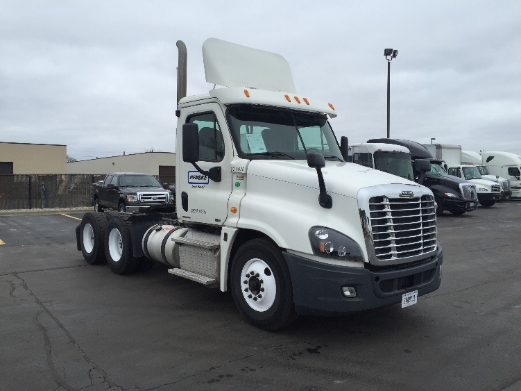 Day Cab Tractor-Heavy Duty Tractors-Freightliner-2012-Cascadia 12564ST-WARREN-MI-282,200 miles-$30,750