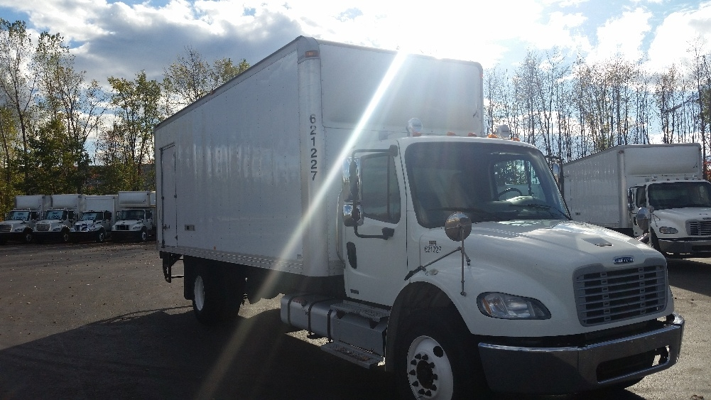 Medium Duty Box Truck-Light and Medium Duty Trucks-Freightliner-2012-M2-STE-FOY-PQ-195,003 km-$42,500