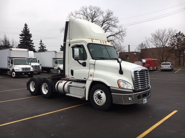 Day Cab Tractor-Heavy Duty Tractors-Freightliner-2012-Cascadia 12564ST-PLYMOUTH-MI-324,734 miles-$42,750
