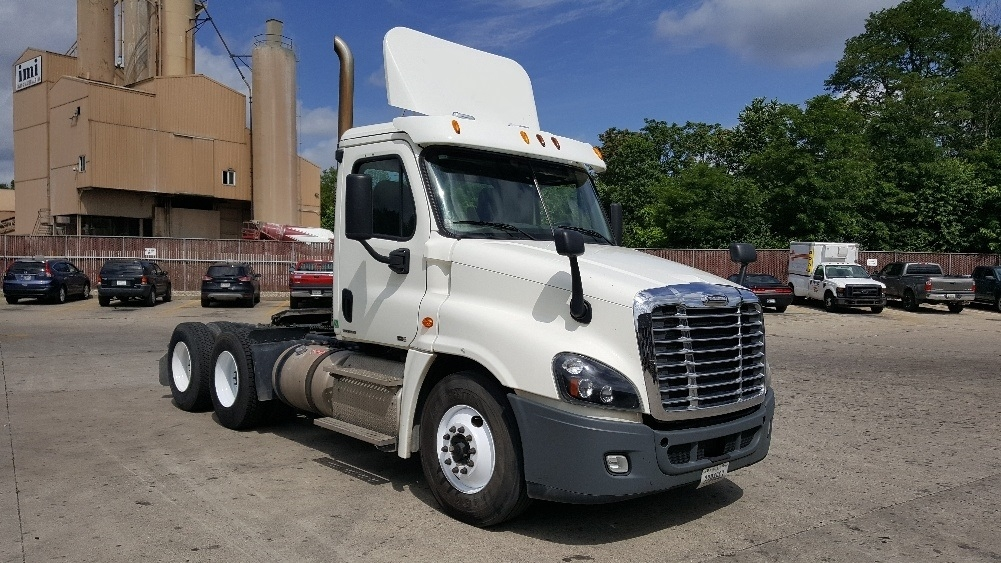 Day Cab Tractor-Heavy Duty Tractors-Freightliner-2012-Cascadia 12564ST-INDIANAPOLIS-IN-354,112 miles-$40,000