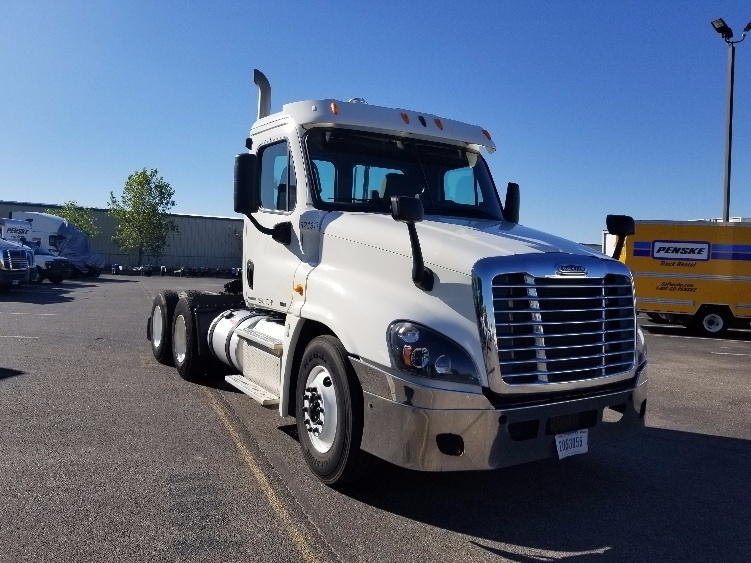 Day Cab Tractor-Heavy Duty Tractors-Freightliner-2012-Cascadia 12564ST-MADISON-WI-329,057 miles-$31,750