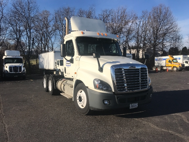 Day Cab Tractor-Heavy Duty Tractors-Freightliner-2012-Cascadia 12564ST-SALEM-VA-339,795 miles-$33,500
