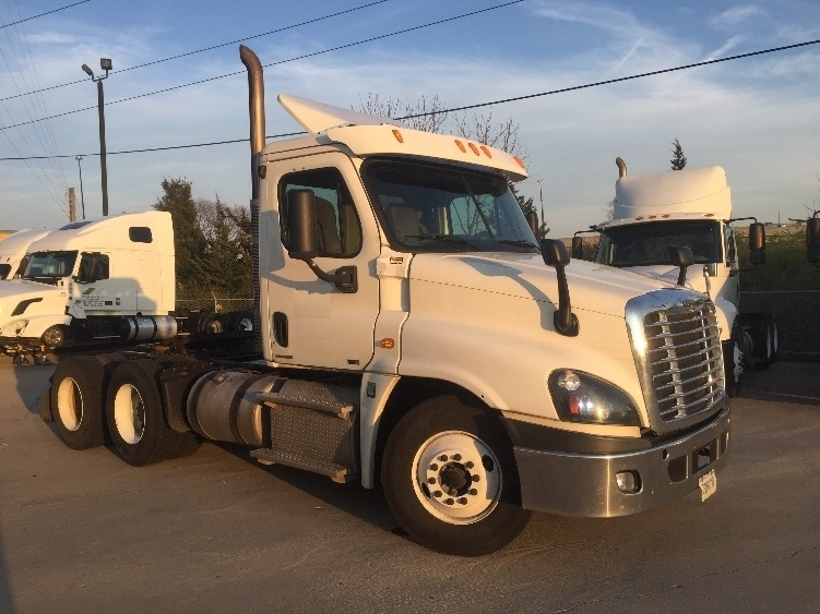 Day Cab Tractor-Heavy Duty Tractors-Freightliner-2012-Cascadia 12564ST-INDIANAPOLIS-IN-338,472 miles-$45,250